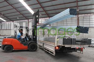 Persiapan pengiriman di bagian produksi