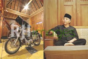Suharli dan Salah satu koleksi motor tua miliknya