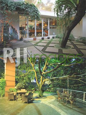 Taman doa yang berada disisi samping dengan konsep semi outdoor & Area bersantai