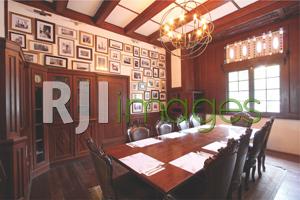 VIP room yang bernuansa mewah