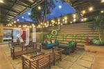 Area outdoor belakang dengan konsep nongkrong santai
