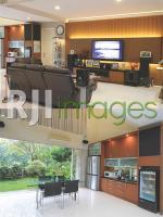Kehangatan ruang utama dengan fasilitas hiburan  & Sudut area makan dengan view