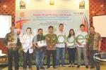 Ketua DPD REI DIY bersama perwakilan peserta dan pembicara