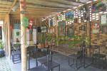 Public area depan dengan dominasi unsur bambu