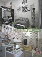 Ruang tamu bernuansa black & white dan ruang keluarga ala shabby Chic