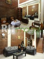 Ruang tamu nuansa klasik dan ruang keluarga