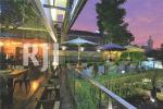 Spot favorit dengan nuansa terbuka area balkon Kedai Gula Jawa Semarang