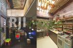 Sudut ruang keluarga bernuansa retro & area dapur